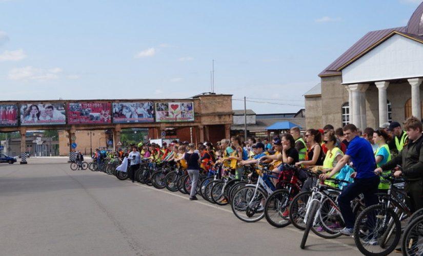 Духовенство Песоченского округа приняло участие в массовом велопробеге, посвященному Дню Победы