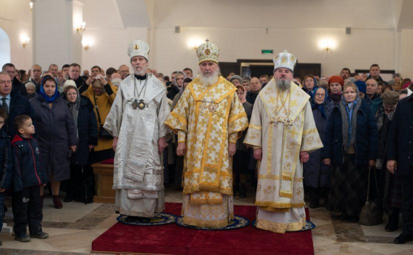 Благочинный Песоченского округа принял участие в Великом освящении храма в усадьбе Полотняный завод
